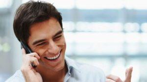 Relation client au téléphone, le sourire se détecte