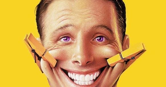 sourire au téléphone relation client