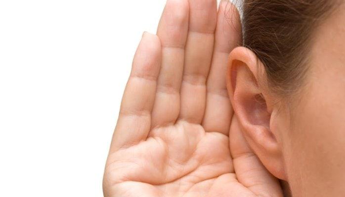 Ecoutez un client au téléphone